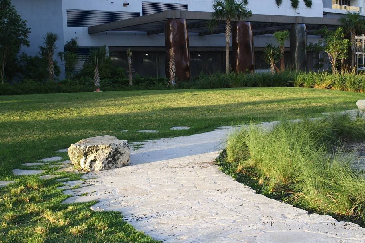 the miami circle Programme transcript builders in miami, florida unearth a ring of holes the state then pays $27million to preserve either a native american village or remnants of a 1950s sewerage system.
